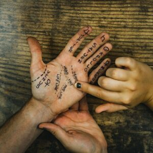 1280px-Palm_Readings (1)